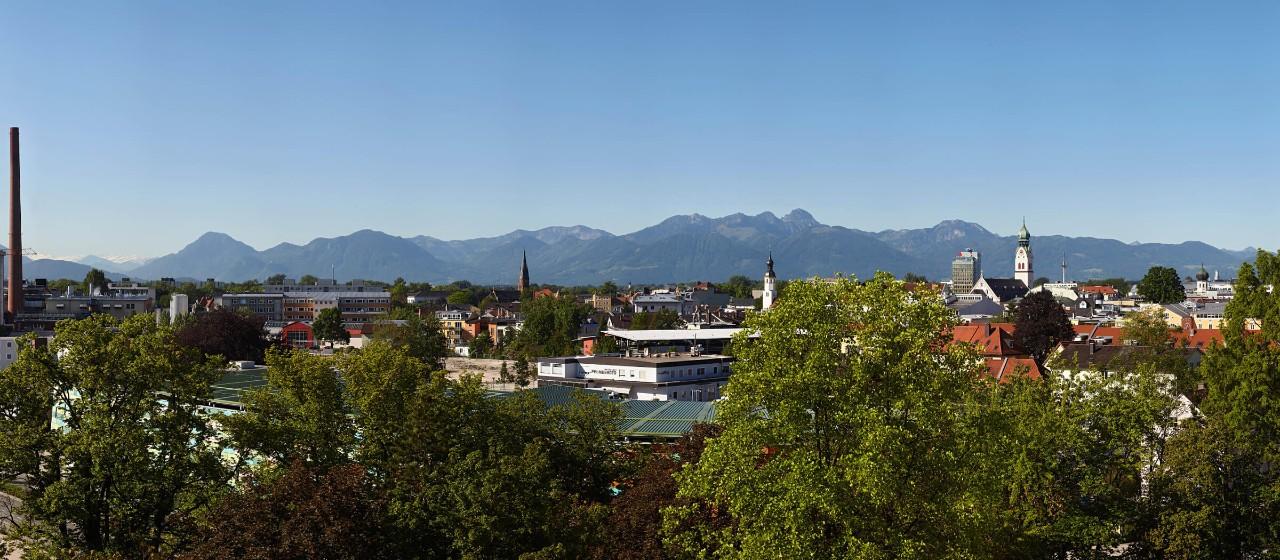 Panorama Rosenheim mit Blick auf Alpen