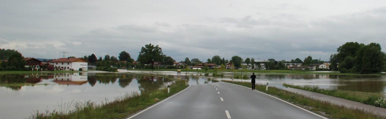 Bild Hochwasser 2013 in Rosenheim hinter Schwaiger Kreisel